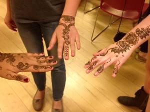 henna three hands
